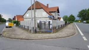 zaunbau_Beton- Schallschutzwand- Sichtschutz-aufgestellt