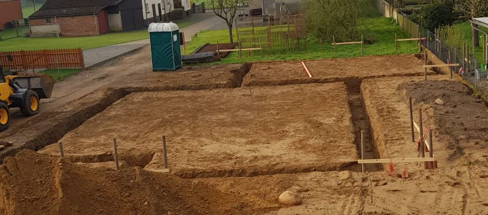 Streifenfundament ausgraben | Staats GaLaBau in Uetze